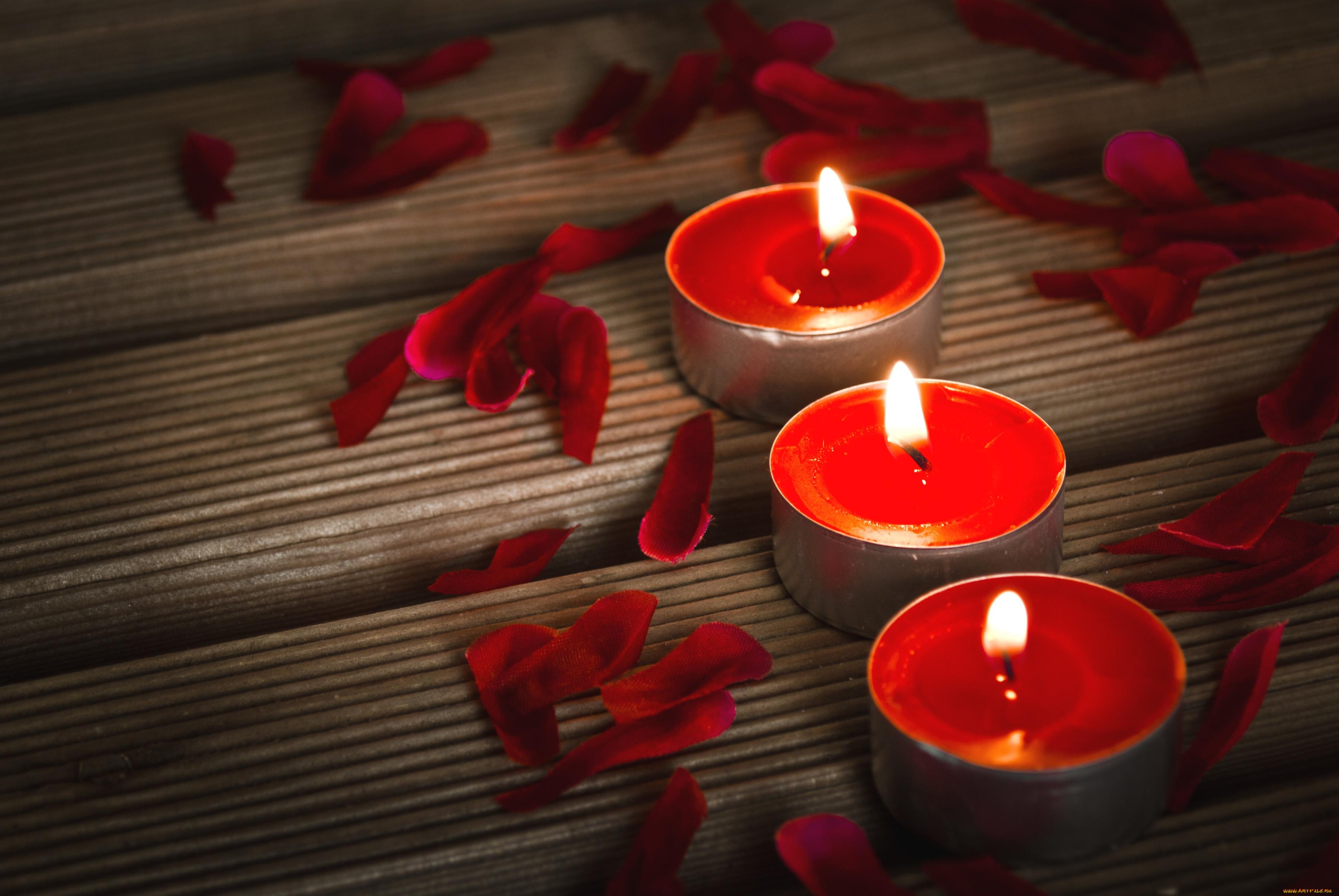 перезаряжалась спереди, картинки с красными свечами двухцветные, середина кремово-белая